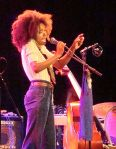 Esperanze_Spalding-singing-from-wp