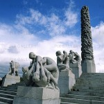 monolith-and-others-in-vigeland_installation