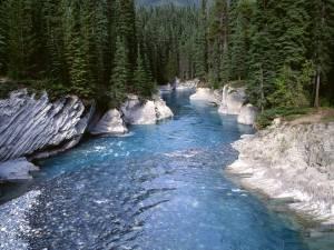 vermillion-river-kootenay-national-park-canada