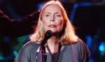 "LOS ANGELES - NOVEMBER 13: Recording Artist Joni Mitchell performs at the ""Stormy Weather 2002"" concert at the Wiltern Theatre on November 13, 2002 in Los Angeles, California. The annual event benefits the Walden Woods Project and the Thoreau Institute at Walden Pond. (Photo by Robert Mora/Getty Images)"